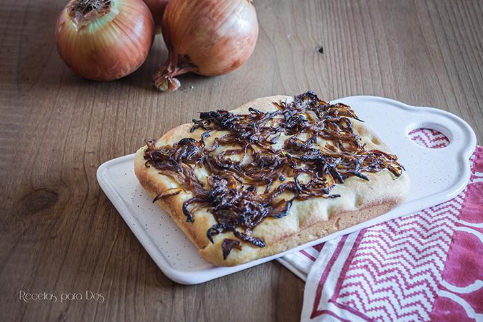 Focaccia de cebolla caramelizada